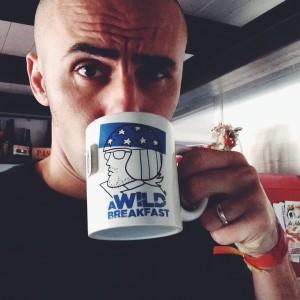 Golix e una delle sue mug illustrate